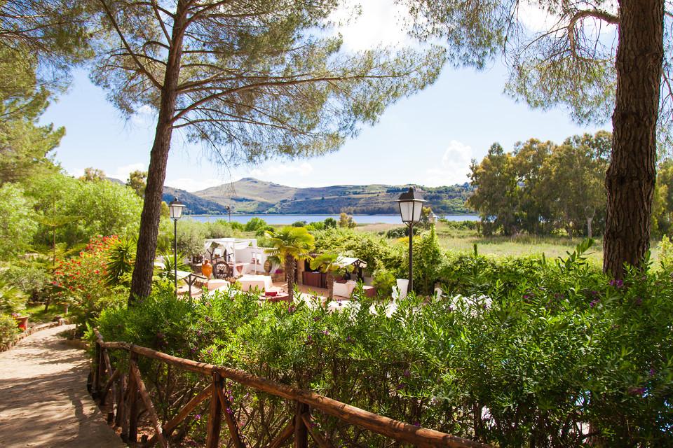 lago-di-pergusa-garden